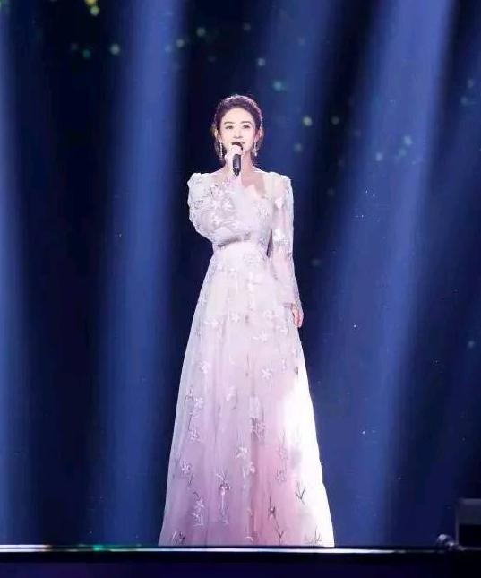 赵丽颖31岁,张雨绮31岁,刘亦菲31岁,统统输给她的31岁