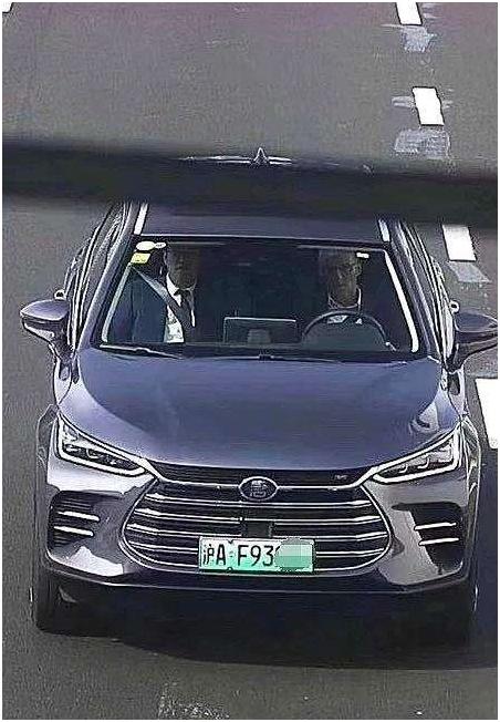 """中国新能源汽车实现""""换道超车"""" 日益走近世界舞台的中央"""