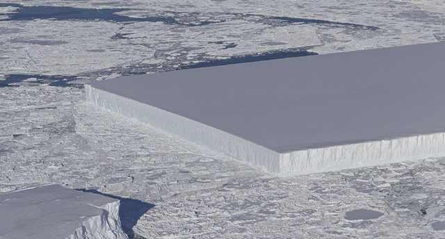 NASA南极发现巨型冰山 棱角分明如矩形桌