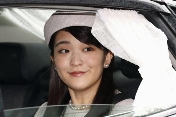 日本真子公主满27岁 乘车赴天皇陵参拜