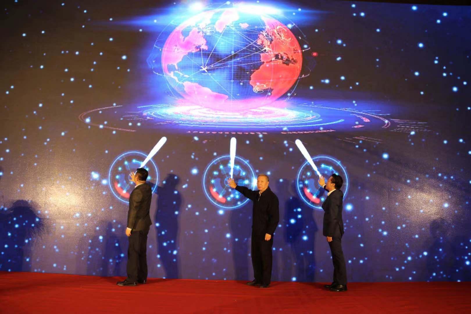 """百余大咖齐聚青岛""""论剑""""VR 第十八届中国虚拟现实大会盛大开幕"""