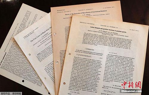 22件霍金遗物即将拍卖 包括阐述有关宇宙起源的论文
