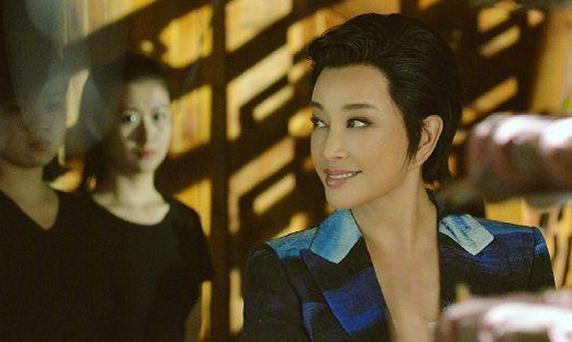 都是奶奶辈演员,潘虹、张凯丽赵雅芝优雅老去,而她却满脸玻尿酸