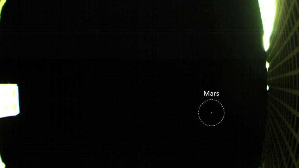 NASA小型航天器捕捉到火星第一眼图像