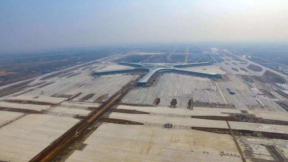 青岛胶东国际机场东西跑道正式贯通