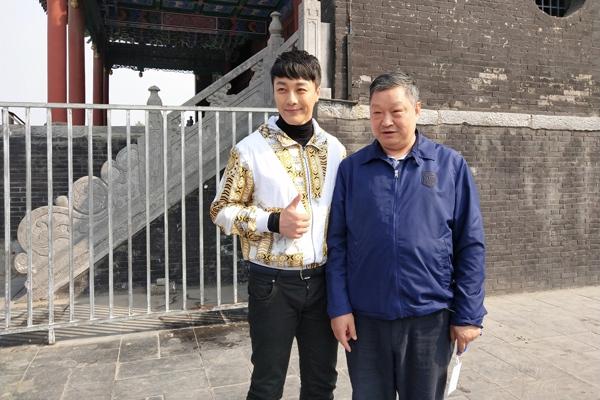 杨金承(左)与北京京豫文化传播中心张正才先生(右).jpg