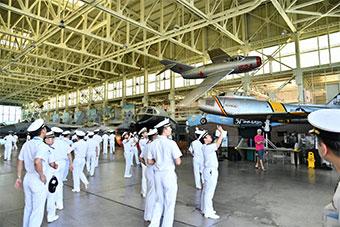 日本海上自卫队访问珍珠港 参观密苏里号纪念馆