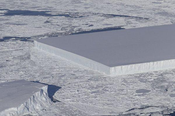 NASA在南極發現巨型冰山 棱角分明如矩形桌