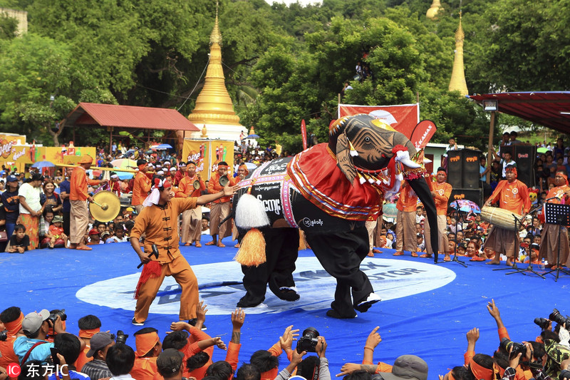 """緬甸中部舉辦大象節 藝術家扮""""大象""""歡樂起舞"""