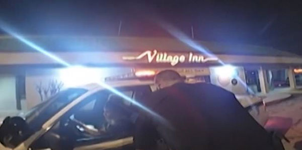 美被铐女嫌犯驾驶巡逻车逃逸 警方上演极速追踪