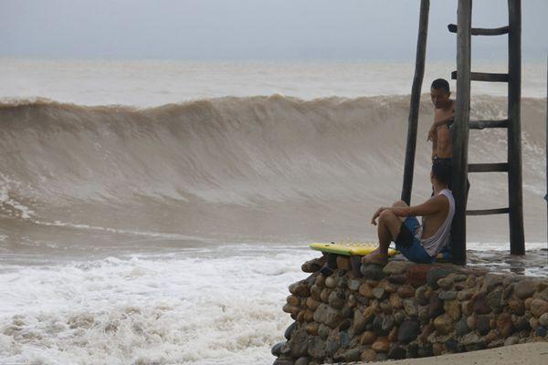 """飓风""""威拉""""席卷墨西哥西部海岸 4250名居民紧急撤离"""