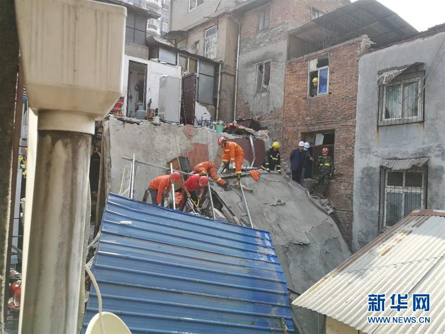 湖北武汉一民房坍塌 多人被埋