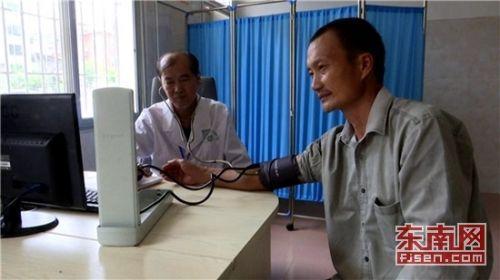 长泰村医黄庆龙 已年过六旬仍坚守岗位