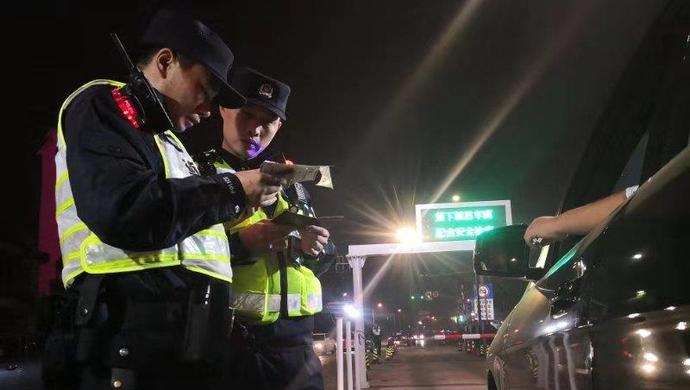 """上海警方再次开展全市集中打击整治行动:警察岳父""""直播""""女儿待产安抚警察女婿"""
