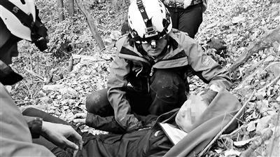 箭扣长城冒险攀爬乱象调查:执法遇到罚款执行难