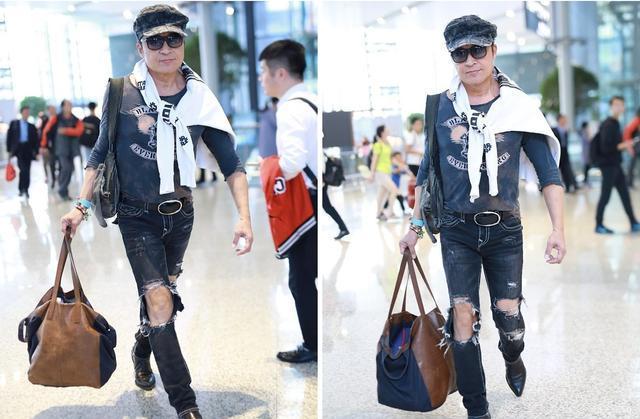 56岁马景涛现身机场,全副武装手拎超大皮包,一身乞丐装很显浮夸