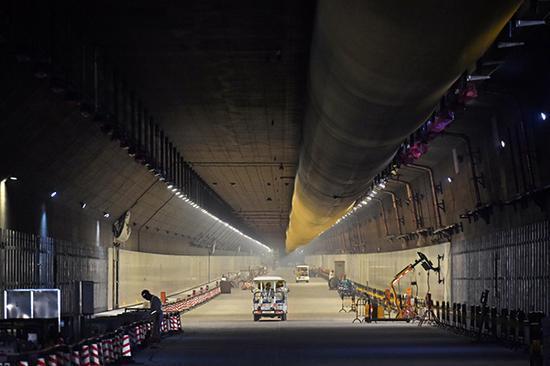 港珠澳大桥深40余米海底隧道 信号满格如何实现的
