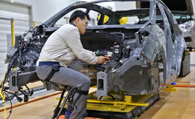 现代汽车开发可穿戴外骨骼 减少工人受伤机会