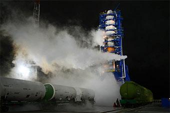 俄罗斯在深夜发射一枚联盟21B中级运载火箭