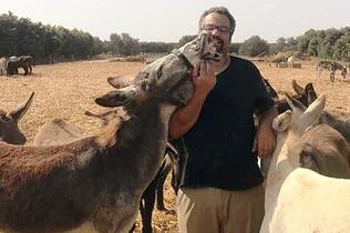 暖心!以色列毛驴见到分别12年饲养员后一眼认出