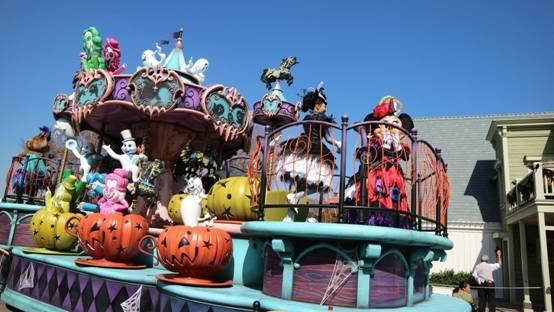 日本东京迪士尼推出万圣节特别活动 花车换新妆