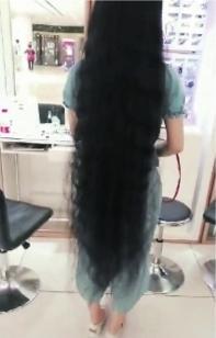 女子1.4米长发洗发后打结 向美发店索赔5万元未果