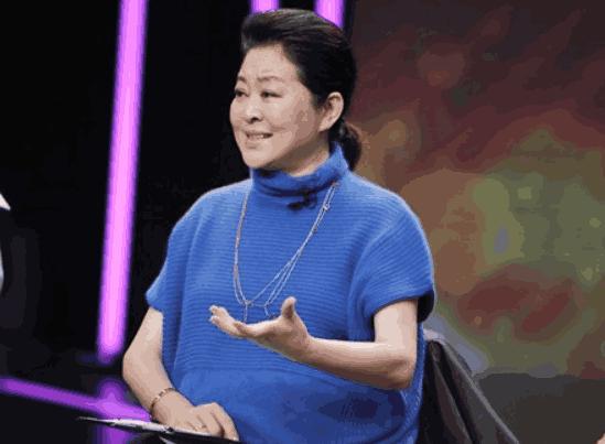 59岁倪萍复出工作,气色大好颜值重回巅峰,减肥瘦成瓜子脸