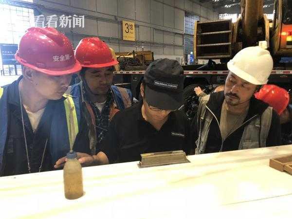 视频|进口博览会最大展品金牛座龙门铣床完成龙门构架