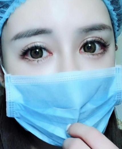 """抖音""""星空眼""""护士走红,杨颖的嘴巴热巴的大眼,网友:心都化了"""