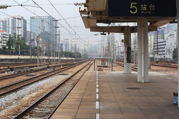广州东站的站台