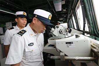 中国东盟海上联演开放日 中国仔细端详新隐形舰