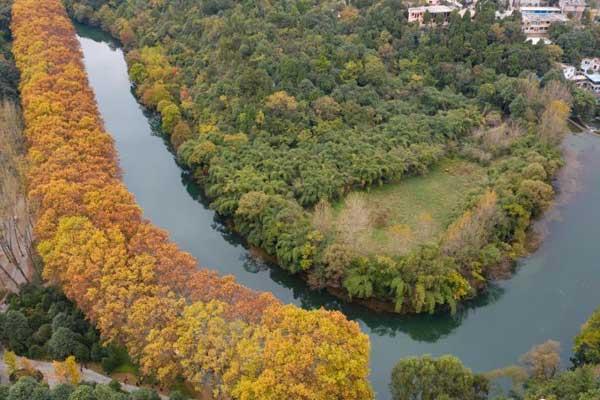 航拍贵阳花溪河畔秋色