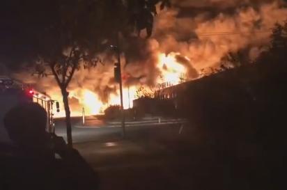 天津消防:大港库润滑油仓库发生火灾 现场无人员伤亡