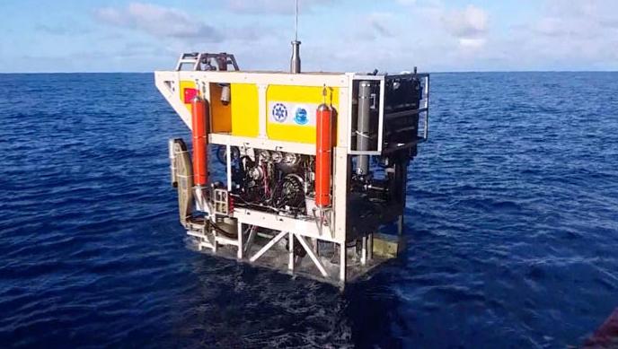 中国有缆遥控水下机器人下潜深度破6000米创全国纪录