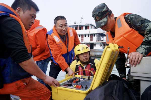 重庆万州公交车坠江:救援队使用3D声纳新设备