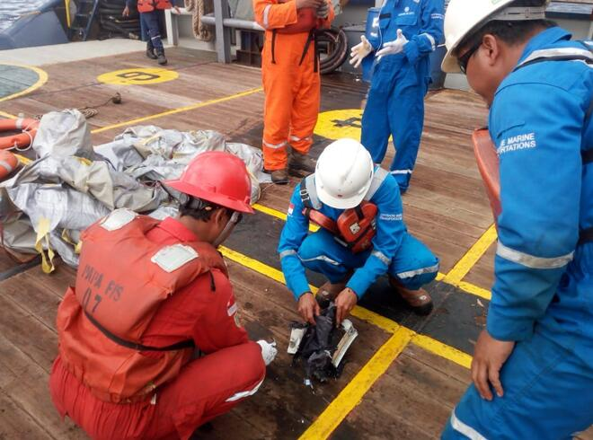 印尼航班坠毁搜救现场照片曝光