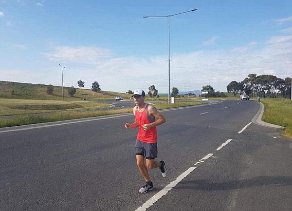 澳父亲长跑1000千米筹资捐助福利院纪念病故儿子