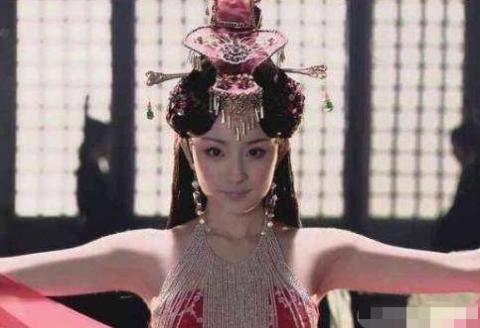 杨幂的舞姿,热巴的舞姿,刘亦菲的舞姿,都不及她的舞姿惊艳