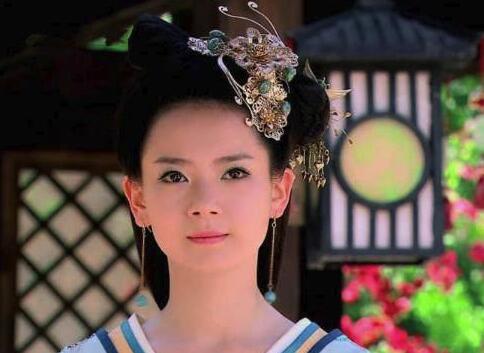 戚薇演公主,李沁演公主,唐嫣演公主,而她让人误以为是真公主