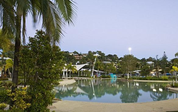外媒:中国父子在澳洲景点游泳时溺亡 男孩年仅5岁