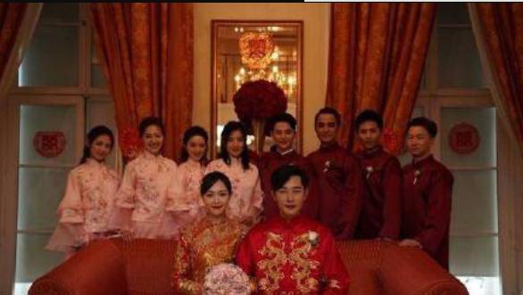 网友误拍唐嫣婚礼场地,被要求删除照片并检查手机,惹网友争议!