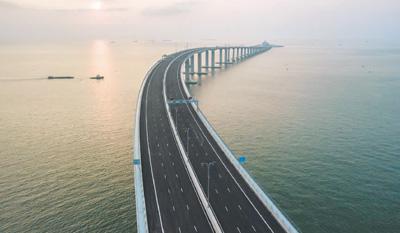 """国际舆论热议港珠澳大桥正式通车:这座大桥""""超出人类想象力"""""""