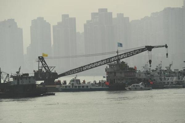 应急管理部:重庆万州坠江公交车水下位置已确定
