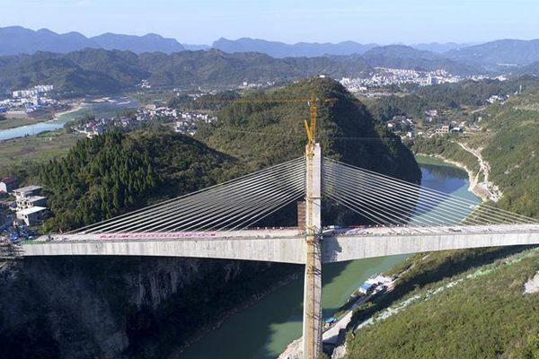 黔张常铁路长湾澧水大桥成功合龙