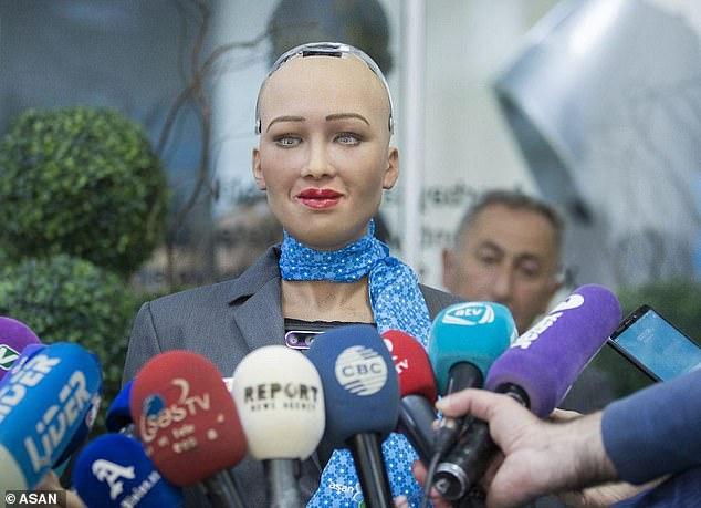 索菲亚被授予全球首个机器人签证 开启世界之旅