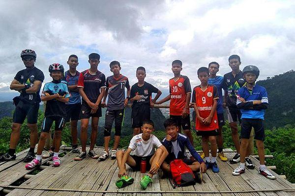泰足球少年被救后风光无限