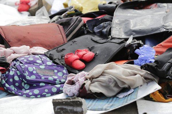 印尼狮航载189人客机坠毁 救援队整理出部分遇难者遗物