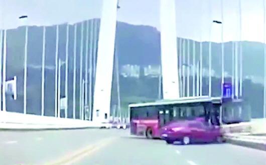 重庆坠江公交车位于水下71米处