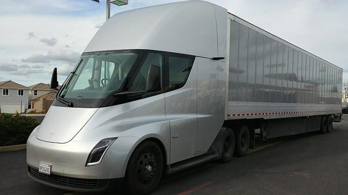 特斯拉Semi电动半挂卡车预计将在2020年交付