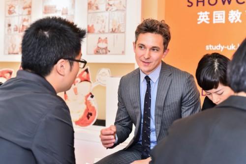 英国高校引领创新教育先锋 中国留学生表现优异